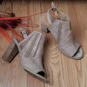 Report Romana Block Heel Brown Color / Size 8